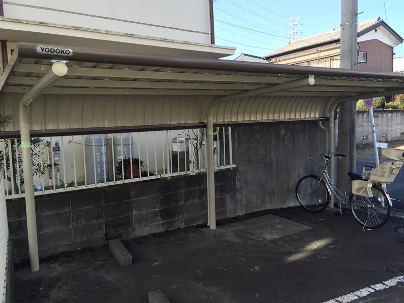 相模原市 マンション駐輪場の屋根を取付