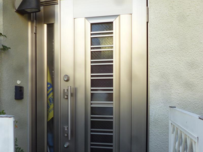 座間市 玄関ドアと勝手口ドアのリフォーム